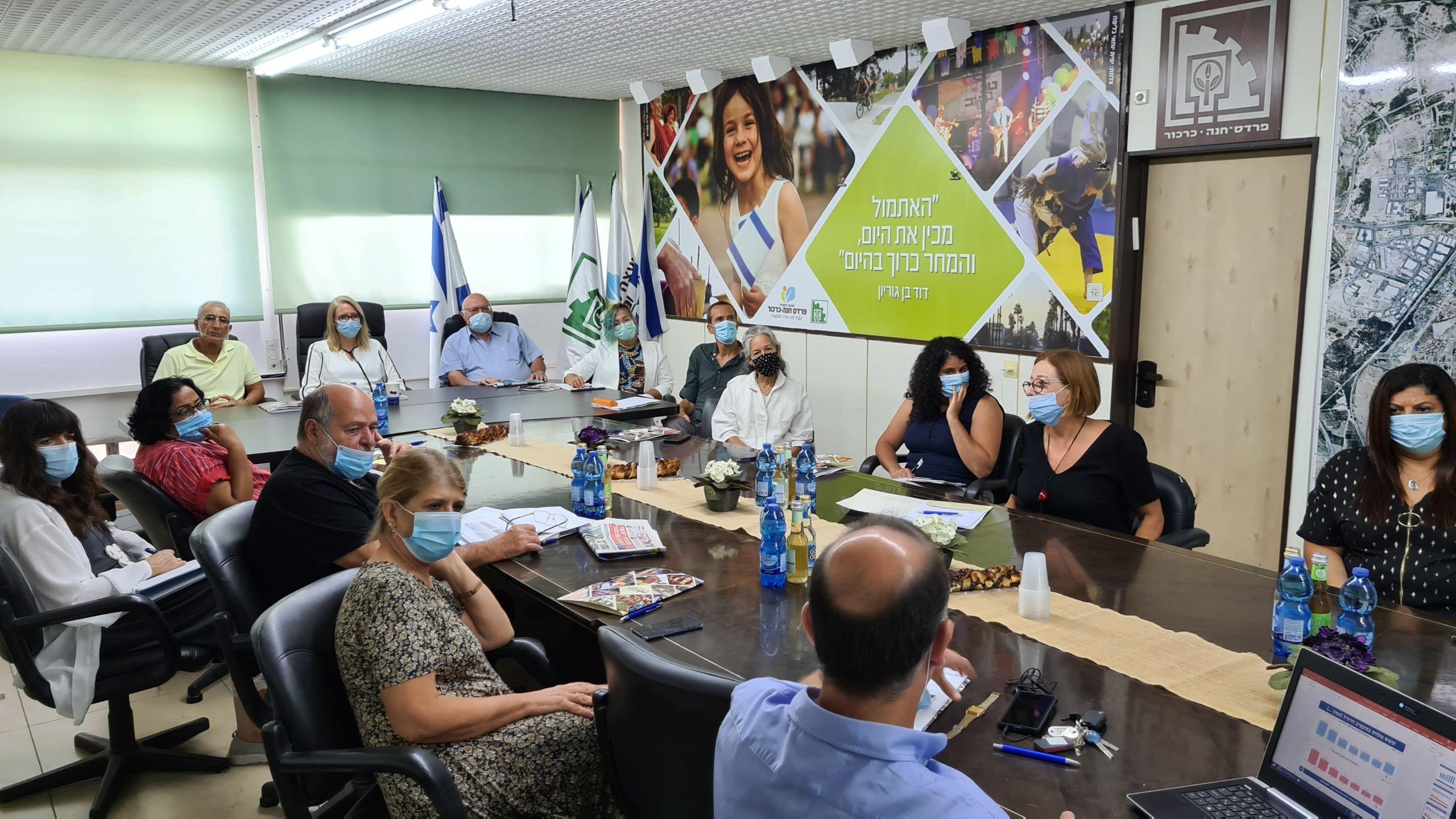 ישיבה במועצת פרדס חנה