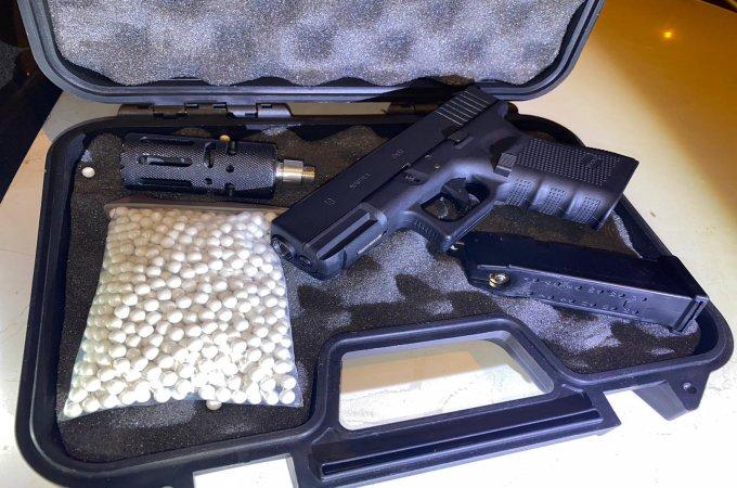 אקדח וסמים
