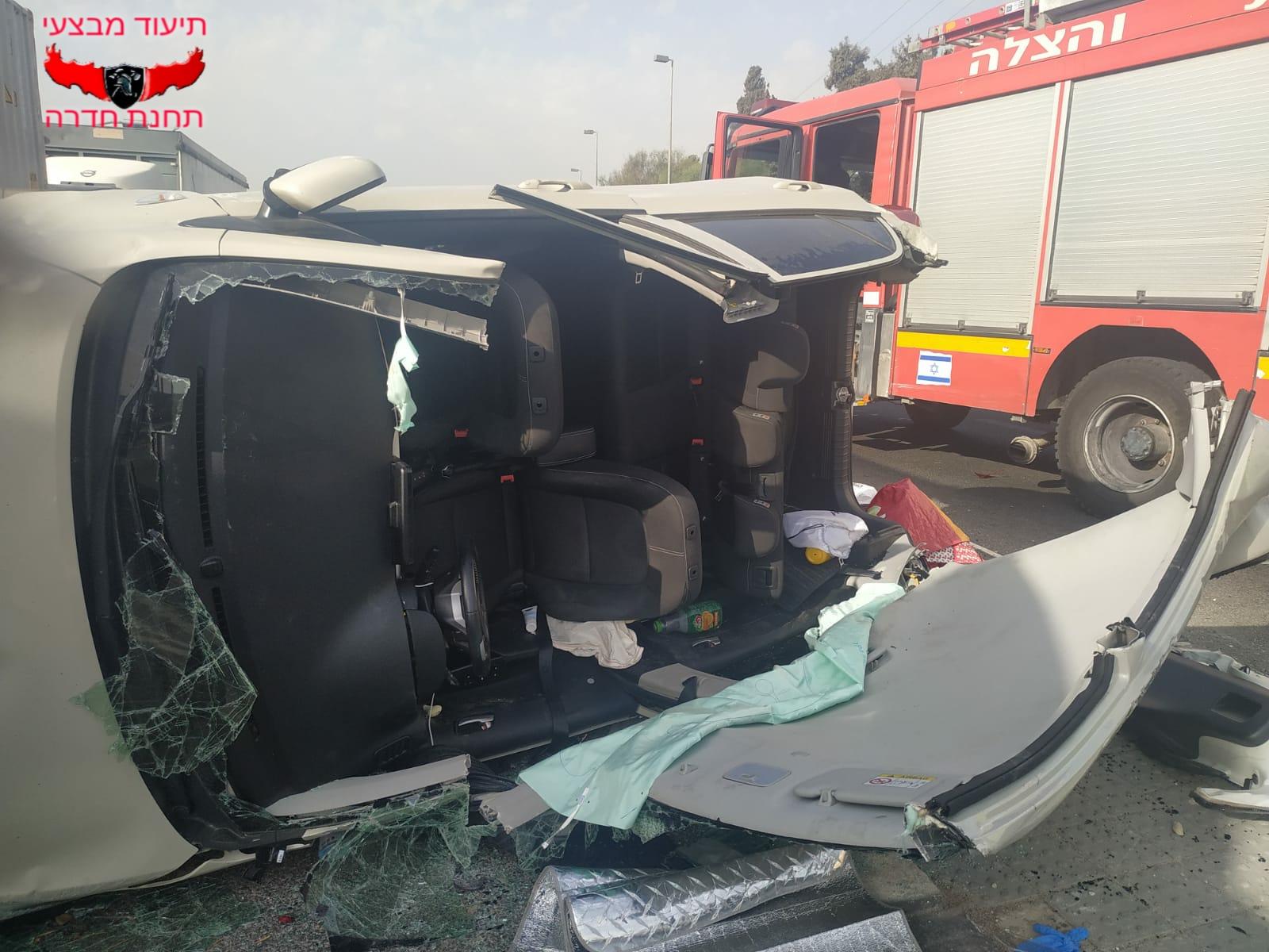 רכב הפוך המעורב בתאונת דרכים