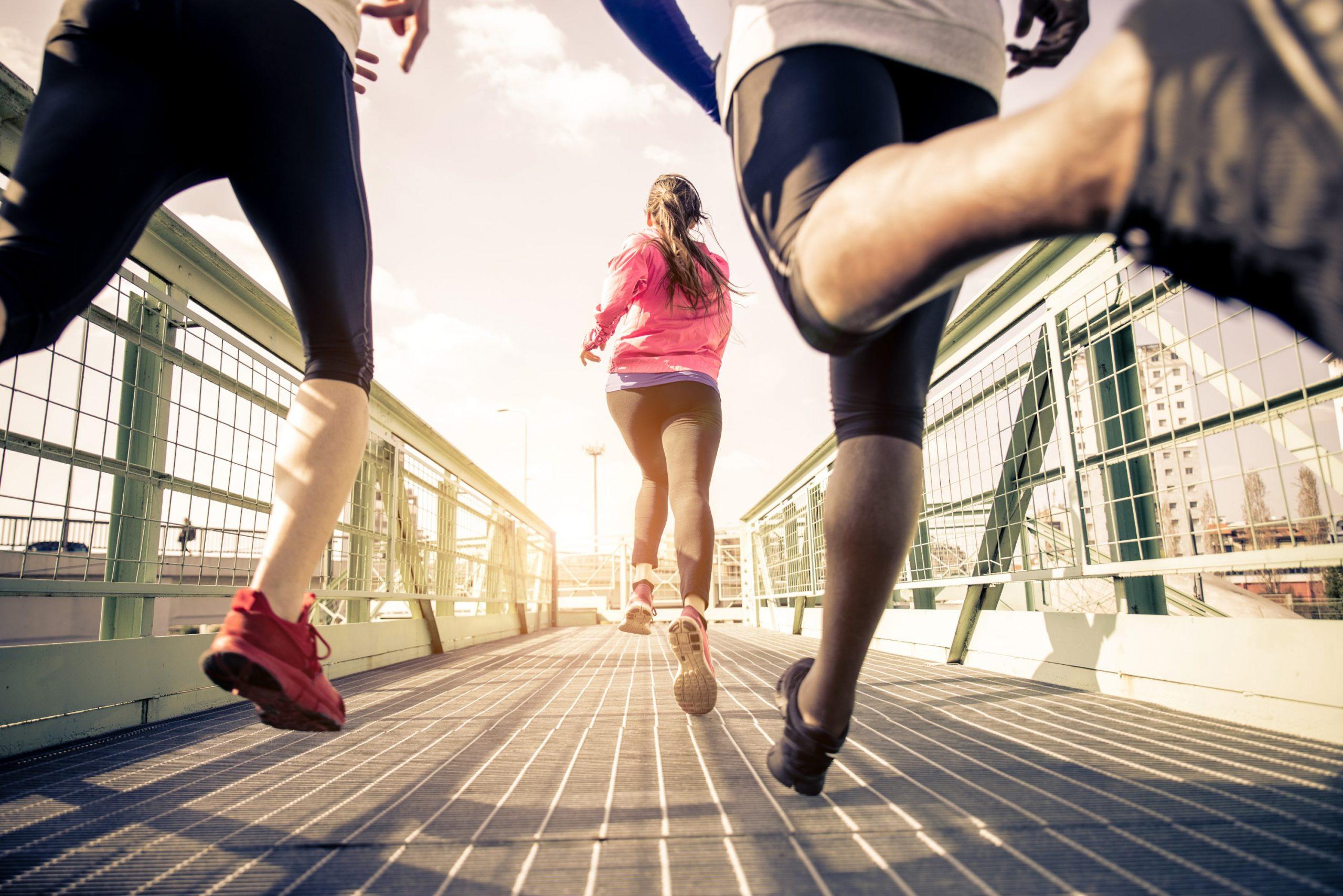 אנשים רצים