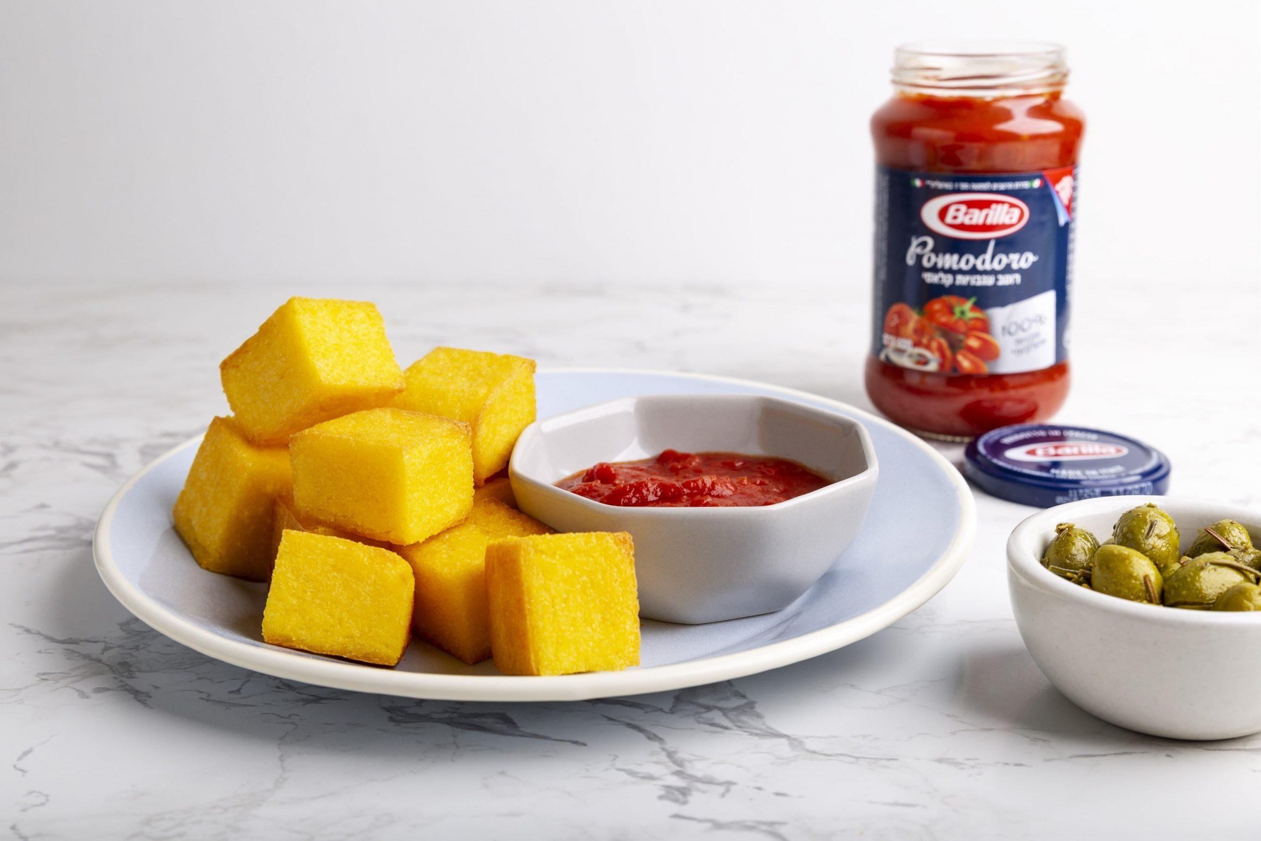 קוביות פולנטה עם רוטב עגבניות