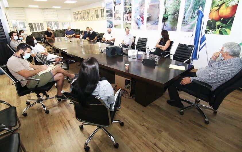 """מפגש נציגי תנועות הנוער עם ראה""""ע חדרה - צילום ארכיון"""