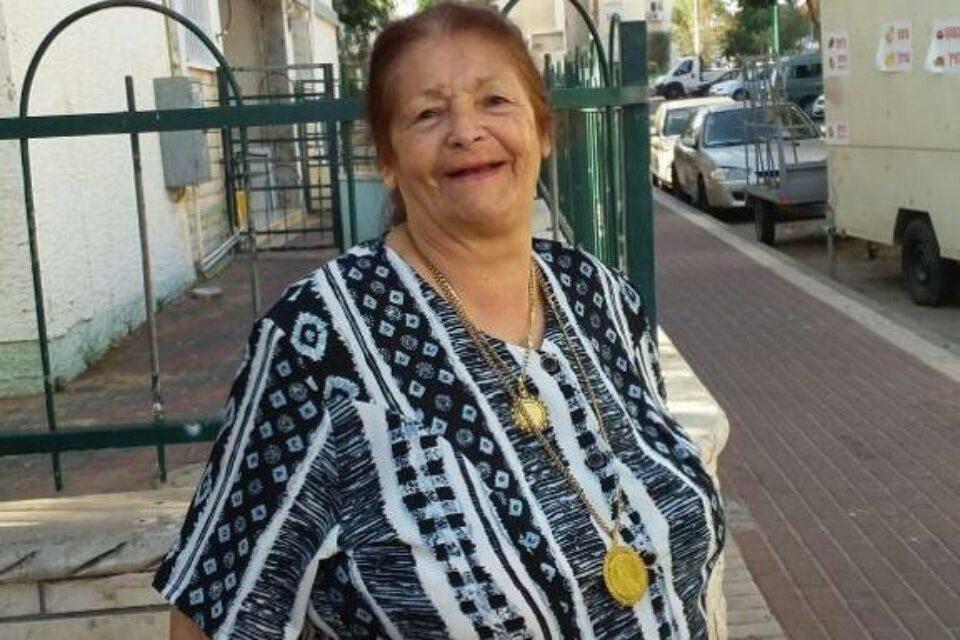על-פי החשד רצחה האישה, בת 74, את אחותה, זריפה מאמוס בת ה-78 בדירתה בחדרה. תקפה אותה עם בקבוק עד שהרגה אותה