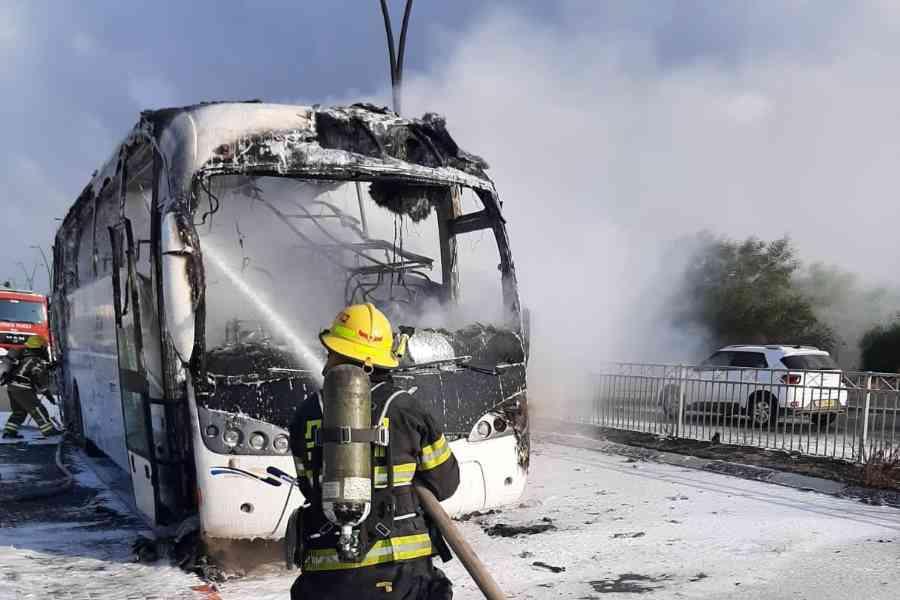 צוות כיבוי אש מתחנת חדרה השתלטו על השריפה באמצעות שימוש בחומרי קצף יעודיים. לאוטובוס עצמו נגרם נזק כבד.